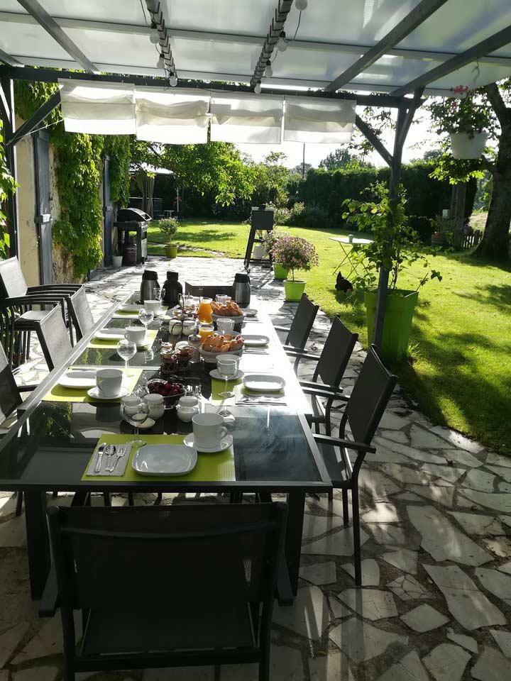 petits déjeuners jardin la vigneronne produit locaux bio senouillac tarn occitanie