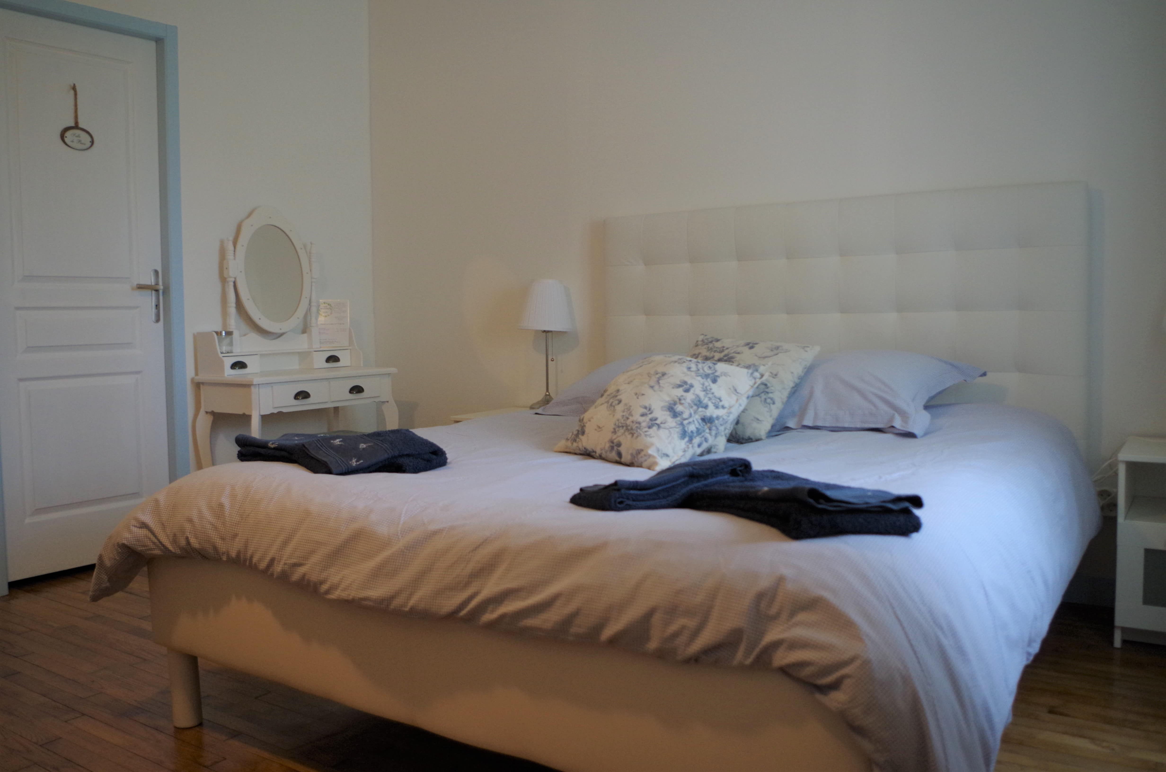 blue bedroom lavigneronne Senouillac