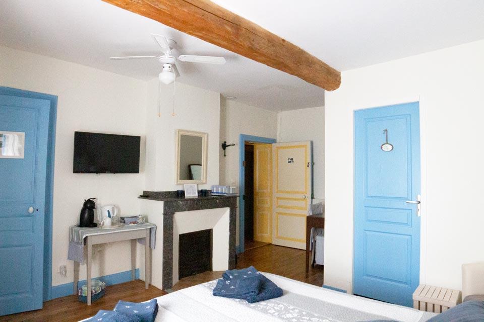 chambre bleue pastel la vigneronne senouillac tarn